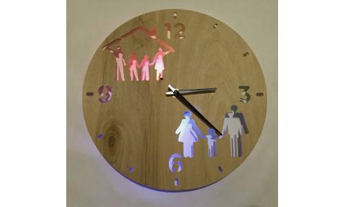 Часы «Семья №372»