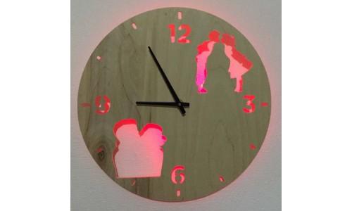 Часы «Поцелуй №824»