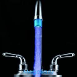 Насадка на кран светящаяся синяя