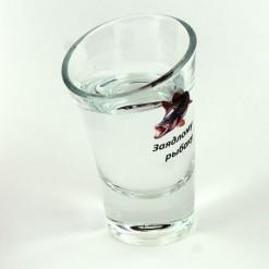Пьяная рюмка заядлого рыбака